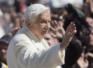 Símbolos que perderá Benedicto XVI (Fotos)