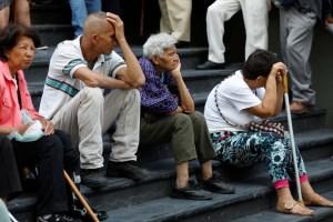 """¿Qué puede comprar un pensionado con el """"bono de aguinaldo"""" de Maduro? (FOTO)"""