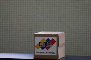 De perniles a premios, las estrategias fallidas de Maduro para comprar votos