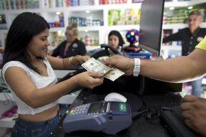 """""""Ser rico es malo"""": La clase pudiente en Venezuela y sus compras de lujo en medio de la crisis humanitaria"""