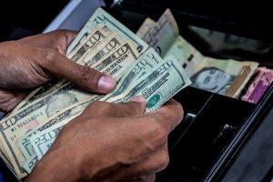 """""""Rápido y furioso""""… el ascenso del dólar paralelo en Venezuela"""