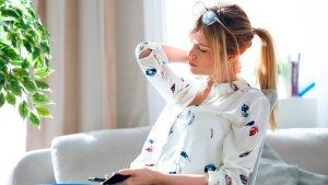 ¡MOSCA! El síndrome del text neck: otro efecto no deseado de la cuarentena