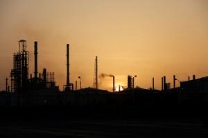 Pdvsa detiene producción de gasolina en refinería Cardón