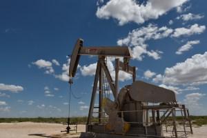 Precios del crudo caen por alza de inventarios en EEUU y temor a exceso de oferta
