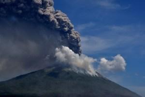 Fotos: Volcán Lewotolok en Indonesia entró en erupción