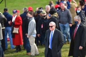 Jefe de gabinete de Trump, Mark Meadows, dio positivo por Covid-19