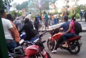 A metros del Palacio de Miraflores, vecinos de Tinajitas  protestan por escasez de gas doméstico #30Nov (fotos)