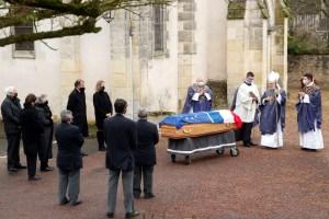 Expresidente francés Giscard d'Estaing es enterrado en una ceremonia familiar