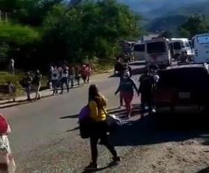 Desde el punto de control de Peracal en el Táchira no hay paso vehicular #5Dic (Video)