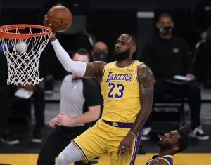 LeBron James, gigante en una noche de recuerdos: 46 puntos previo al aniversario de la muerte de Kobe Bryant