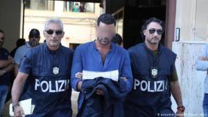 """Detienen a 16 miembros de la organización mafiosa """"Cosa Nostra"""" durante un operativo policial en Italia"""