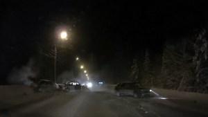 Un Vehículo rompe el límite de velocidad, adelanta a otro y provoca un violento choque en cadena con varios heridos (VIDEO)