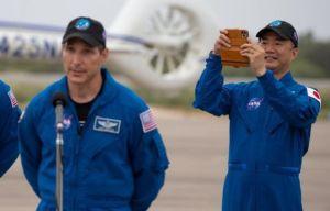 """Astronautas salen de la estación internacional para tareas en """"Bartolomeo"""""""