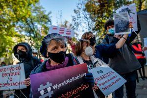 "Polonia promulga una prohibición ""casi total"" del aborto"