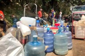 Habitantes de Nueva Casarapa, en Guarenas, sufren la crisis por la falta de agua #12Ene (Foto)