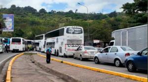 ¡No hay paso! Transportistas advierten el cierre hacia zonas fronterizas en Táchira este #12Ene (Fotos)