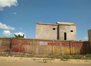 Simpatizantes del régimen intentaron invadir un conjunto residencial en Coro (FOTOS)
