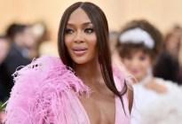"""""""Hay que convertirse en la mejor versión de uno mismo"""": Naomi Campbell dejó atrás su peor vicio"""
