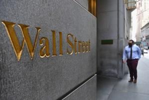Wall Street cierra en verde, el Dow Jones sube 0,80 % y el S&P logra récord