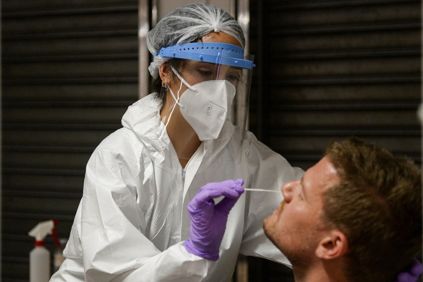 Los casos del virus en todo el mundo superan los 115,07 millones y las muertes alcanzan las 2.657.788