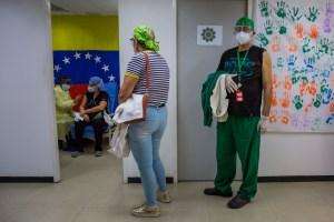 Médicos Unidos de Venezuela recomienda una tercera dosis para el personal de salud