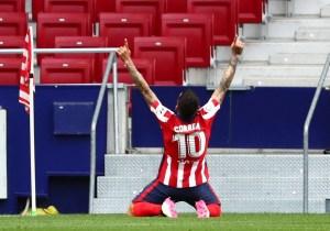 Atlético vence a Huesca y sigue en lo más alto de LaLiga