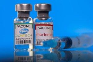 """¿Las vacunas de Pfizer y Moderna tendrán el """"superpoder"""" de frenar la transmisión del Covid-19?"""