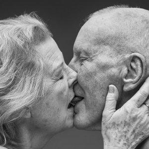 La candente campaña que celebra el placer del sexo en la vejez (Fotos)