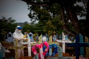 Brasil rebasó las 488 mil víctimas por la pandemia