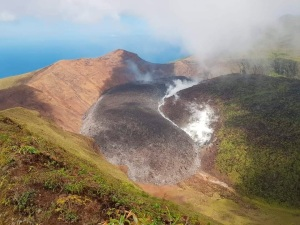 Advierten del grave peligro por volcán de San Vicente y las Granadinas