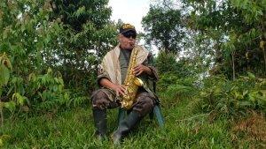 Tocando el saxofón y hablando de la frontera colombo-venezolana: La última aparición de Jesús Santrich (VIDEO)