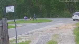 El aterrador momento en el que una niña forcejeó con un hombre armado y evitó que la secuestraran en EEUU