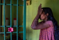 Una mujer es torturada y obligada a caminar desnuda por una aldea india como castigo por una supuesta infidelidad