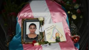 Comunidad Lgbtiq+ de Guatemala pide justicia durante sepelio de dirigente asesinada