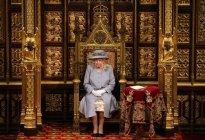 La drástica decisión de Isabel II que rompería uno de los principios de su reinado