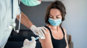 Estudian los efectos secundarios de la vacuna contra el Covid-19 en la menstruación