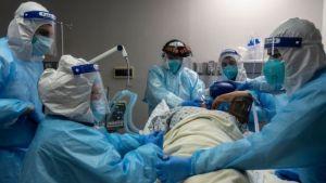 Hospitales afectados por el ataque del Covid-19 en EEUU imploran a los ciudadanos que se vacunen