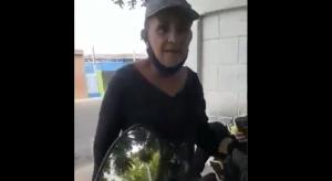 Abuela miliciana que se las cantó a Maduro le quitaron el uniforme a pesar de haberse retractado (VIDEO)