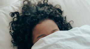 El sueño nocturno prolongado no siempre implica más beneficios… ¡Pero la siesta sí!