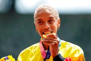 En VIDEO: El MOMENTAZO cuando Yulimar Rojas recibió la medalla de oro en los JJOO
