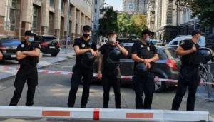 El VIDEO del hombre que con granada en mano amenazó al gabinete de Ucrania