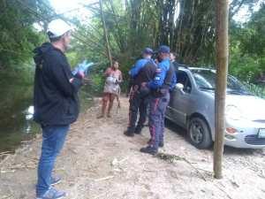 Para evitar caer al río se agarró de un cable de alto voltaje: La insólita muerte que enluta La Guaira