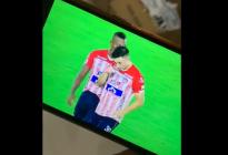 Viral: ¿Qué estaban inhalando los jugadores de este equipo colombiano en pleno partido? (VIDEO)