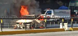 Carro se incendió en la avenida Francisco Miranda, a la altura de Chacao (Foto)